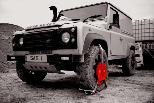 Wheel Clamp Securing Land Rover Defender SAS NDEFL 1450773