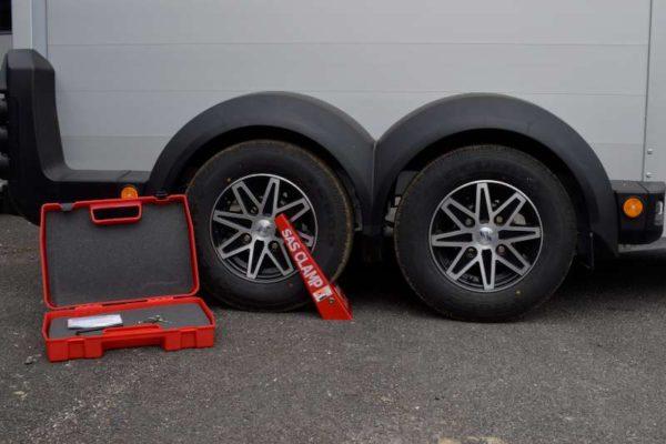 Twin Axle Ifor Horsebox Wheelclamp